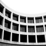 Black and white view of the Hirshhorn gallery building.